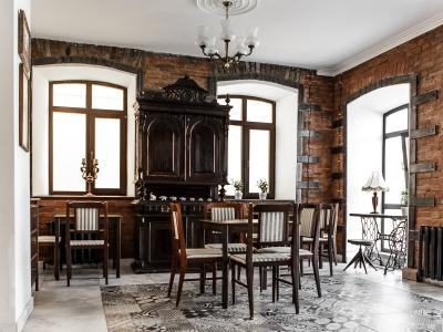 Brick Walls Hotel - Отель в Омске